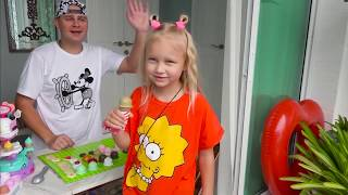 Alice play with toys !!! Ice cream store game for kids !