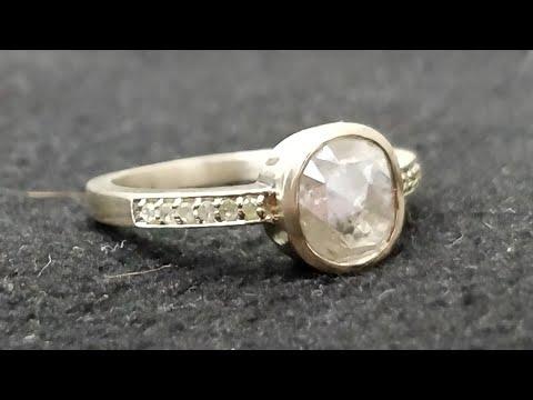 Vintage or victorian style diamond ring under usd 2000 set in 18kt gold matt finish - uk