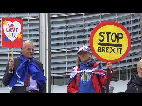 Protesto anti-Brexit em frente à Comissão Europeia