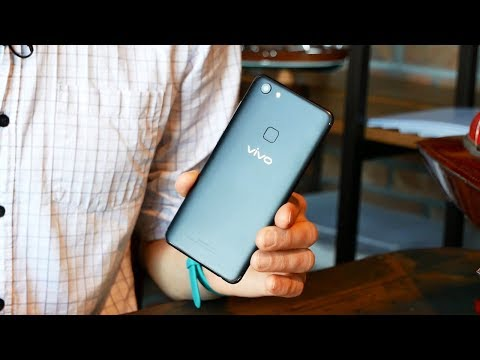 Это Vivo V7, смартфон ЧМ 2018 по футболу