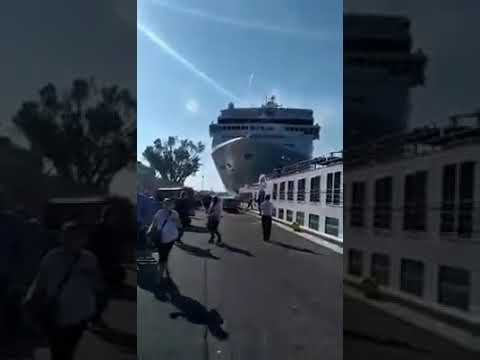 Wendy - Out Of Control Cruise Ship In Venice Hits Tourist Boat And Dock