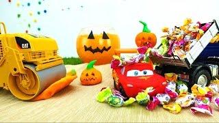oyuncak araba mcqueen cadılar bayramı için hazırlanıyor