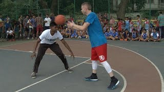 The Professor 1v1 vs Feisty India Pro Player.. Game gets physical, NBA India event Video