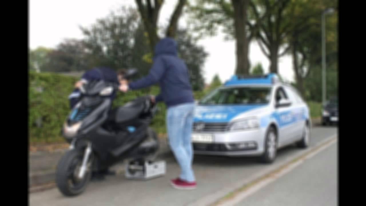 Zu Zweit Auf Nem Roller Erwischt Polizeikontrolle