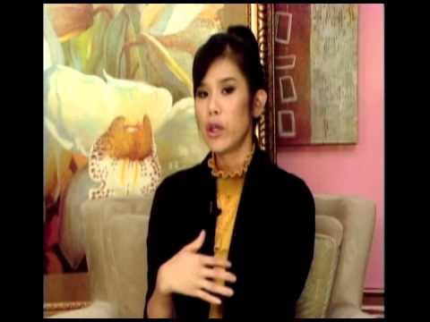 THE VICTORIA TO UYEN SHOW: Trò chuyện cùng Hoàng Tuấn của 'ĐỌC BÁO VẸM'