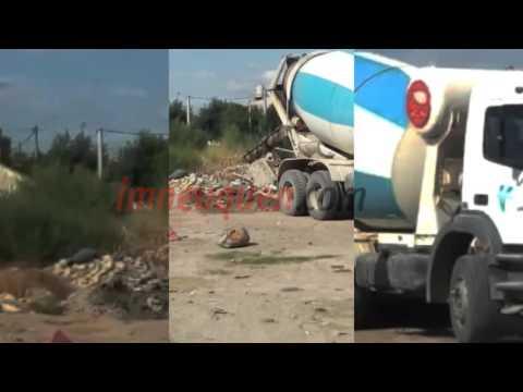 Así vacían un camión de cemento en un terreno del Oeste