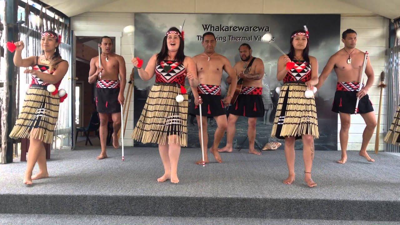 Maori Dancers: Maori Poi Dance