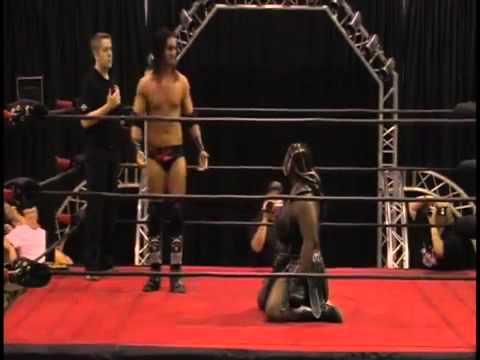 Tyler Black (Seth Rollins) vs Amazing Kong (Kharma)