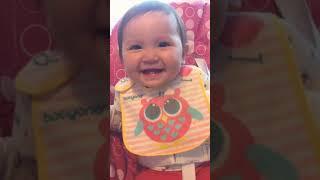 Elena cười sảng khoái =))