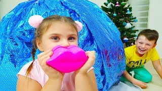 Santa Claus with the mega nerf for Ali and make up toys for Adriana, video for kids