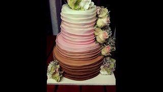Hochzeitstorte/4-stöckig/Ombré-Lagen-Look/echte Blumen