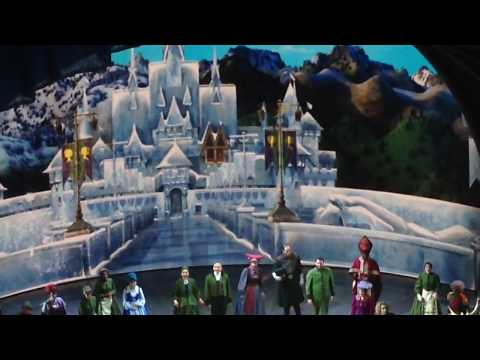 In California adventure frozen play 😨oh on