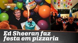 Gente como a gente! Ed Sheeran comemora aniversário em pizzaria de Porto Alegre