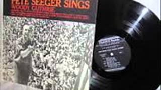 Pete Seeger sings Woody Guthrie -   Roll On, Columbia