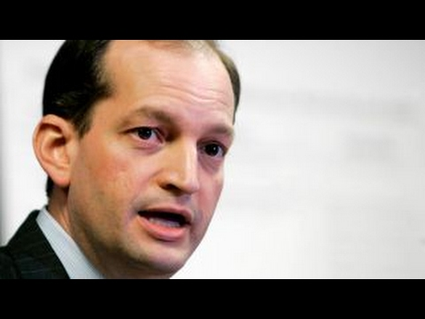 What are the responsibilities of the labor secretary?