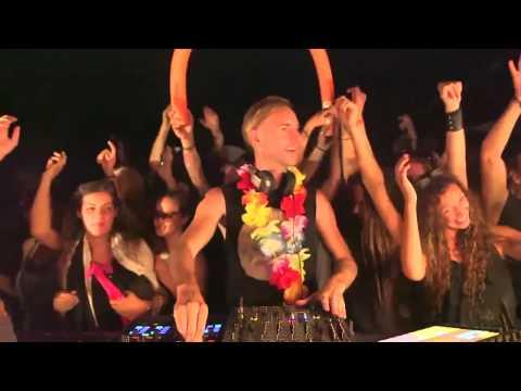 Richie Hawtin @ 90's Boiler Room Berlin drops INSANE beat!!