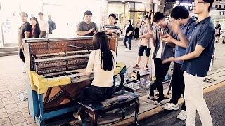 Unbelievable Street Piano Girl Playing Turkish March by Mozart