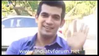 Arjun Bijlani Reading Out My Msg For Him in India TV Forum Itv[Dec 2013]