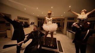 2 Fabiola feat. Loredana - She