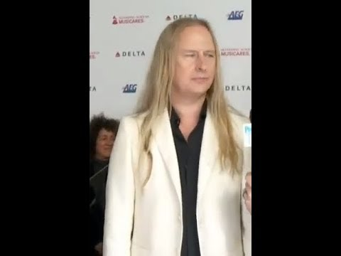 Alice In Chains' Jerry Cantrell is working on a new solo album ..