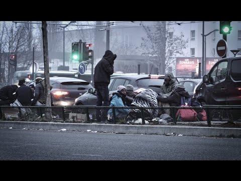 PARIS : LE CENTRE D'ACCUEIL DES RÉFUGIÉS PORTE LA CHAPELLE EST SATURÉ