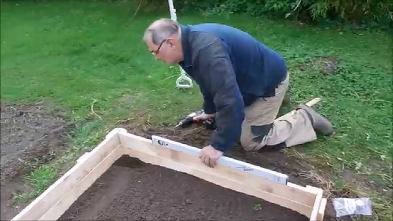 raised bed beeteinfassung aus palettenholz youtube. Black Bedroom Furniture Sets. Home Design Ideas