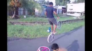 Trying some stunts (BIKE STUNTS)