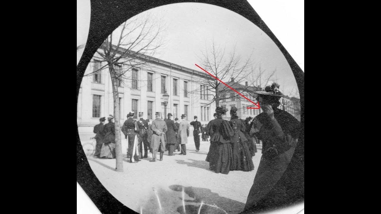El matemático que fotografiaba a viajeros del tiempo en el 1893 y descubrio Satélite caballero negro
