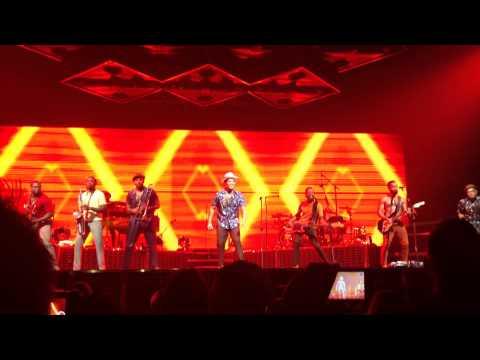 Locked Out Of Heaven - Bruno Mars - The Moonshine Jungle Tour - Winnipeg