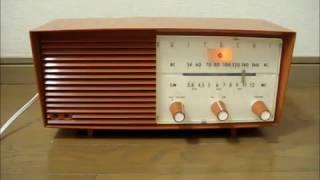 日立 真空管ラジオ S -522 です。 発売は、昭和33年、当時の定価は8200...