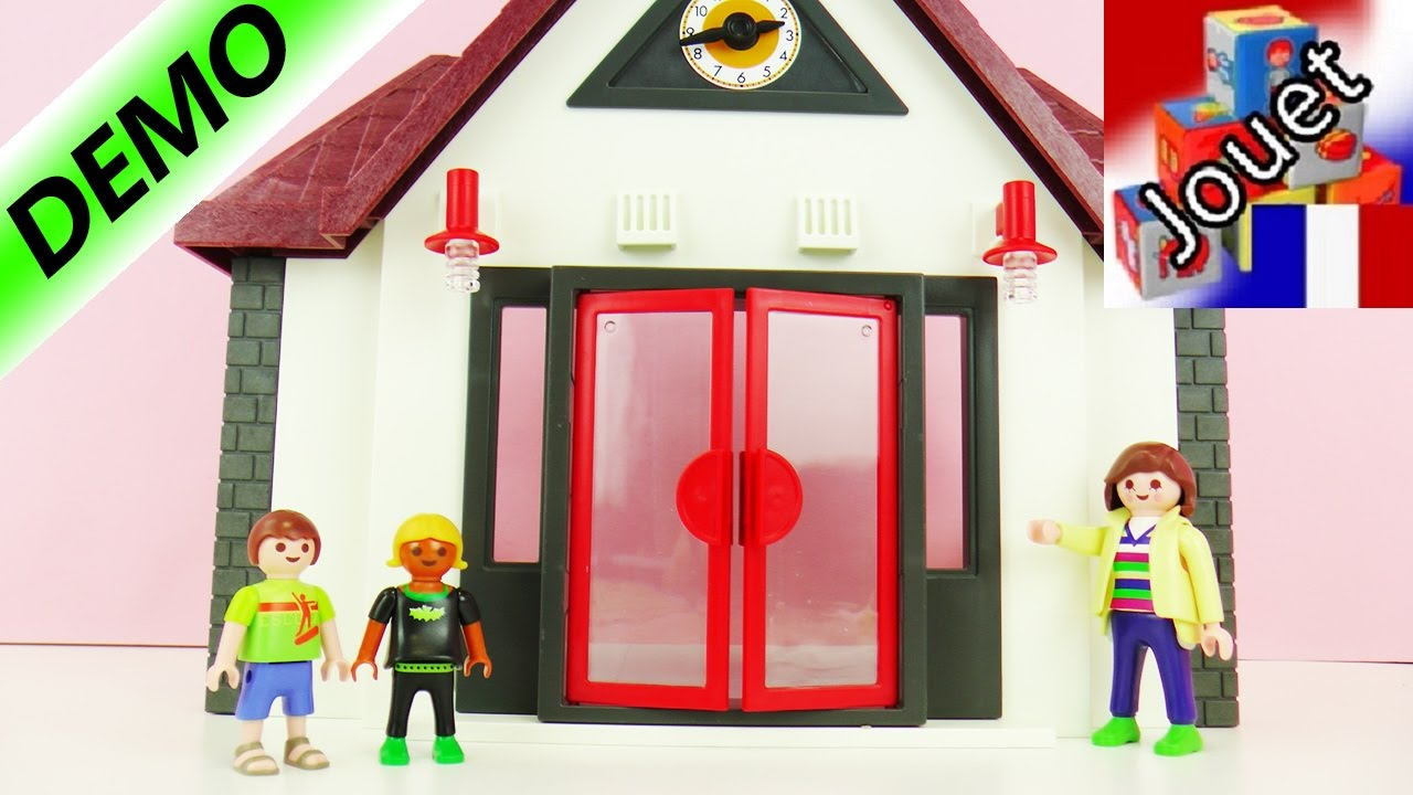 Playmobil city life nous construisons une cole for Salle de sejour playmobil