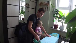 Как гладить белье вместе с маленьким ребенком