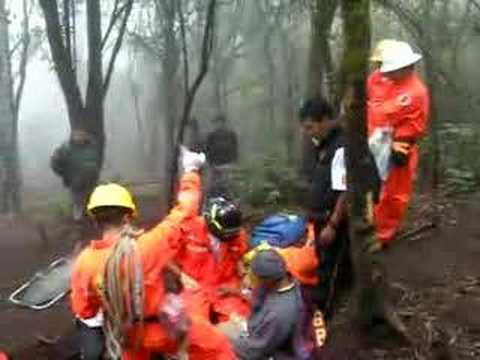 "bomberos xela rescate ""volcan Santa Maria"" Guatemala"
