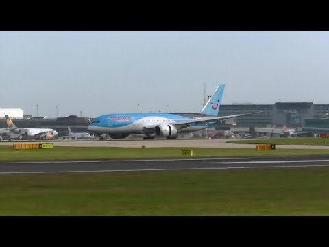 Thomson Aircraft Landing at Manchester Airport from Tunisia