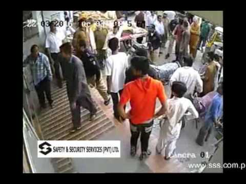 CCTV Footage of Dacoity attempt on Private Bank in Karachi Pakistan, Brave Guards