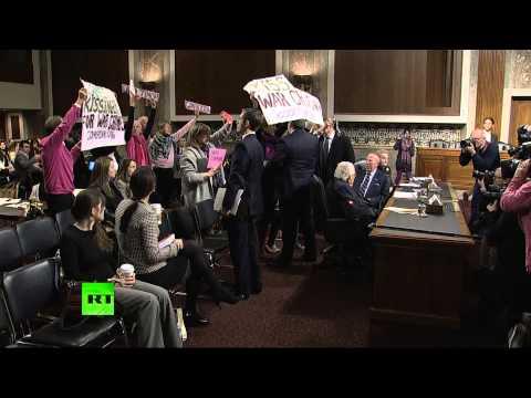 Маккейн назвал антивоенных активистов «убогими мразями» за критику Генри Киссинджера