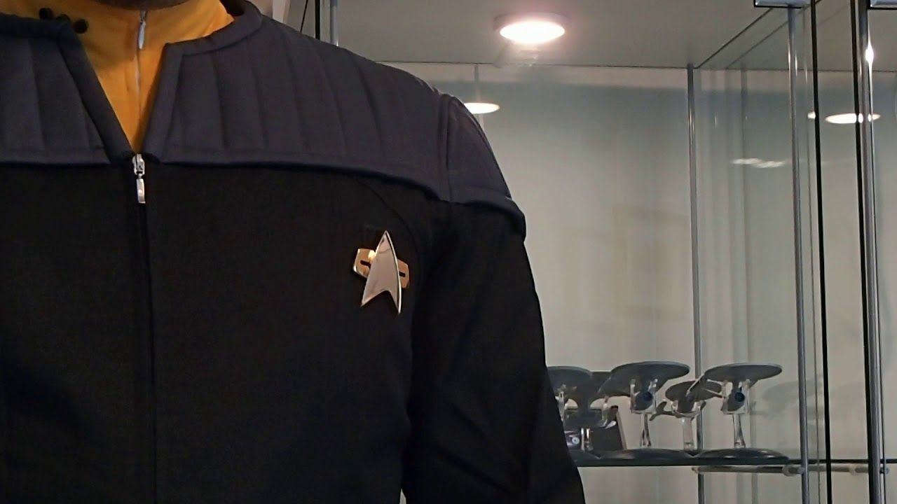 Star Trek: Starfleet Communicator (Talking Sound Badge)