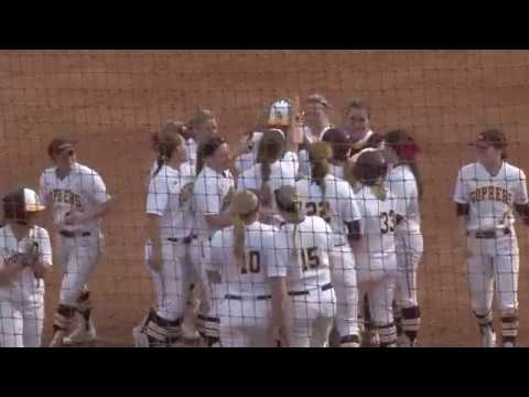 Gopher Softball Defeats Notre Dame 3-2 in Extra Innings