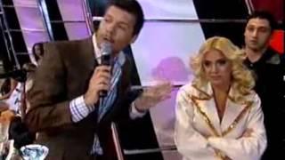 Showmatch 2010 - Ricardo Fort  y su corazón con agujeritos