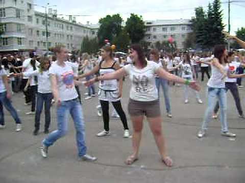 Танцевальный флешмоб.День молодежи 27.06.2011
