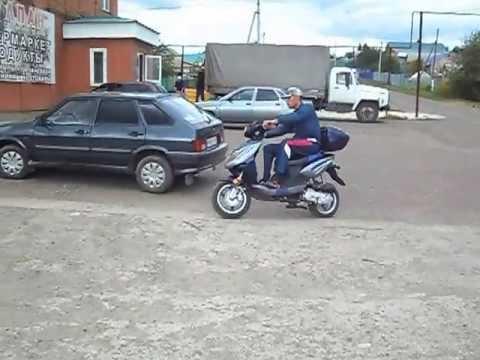 Погрузка скутера на легковой прицеп Крепыш. фараж.рф