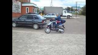 Погрузка скутера на легковой прицеп Крепыш. фараж.рф(Автосалон