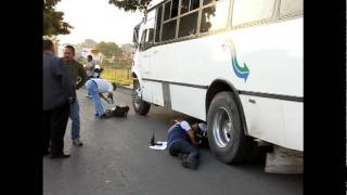 Muere mujer atropellada por camión