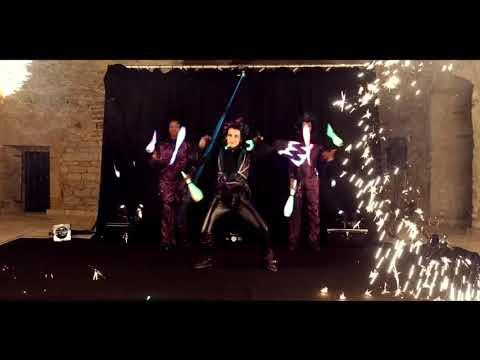 Spectacle lumineux jonglerie lumineuse Cirque Indigo