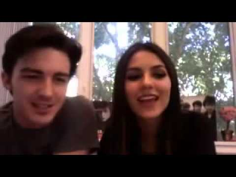 Victoria Justice And Drake Bell Live Video Chat October 1 2011