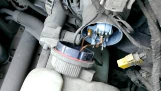 БМВ Е34 Замена лампочки ближнего света, ремонт BMW E34