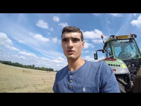 Hitching up the tractor loader  fendt 720