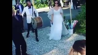 Sarp Akkaya Evlendi!!!Bakın Damat Ve Gelin Düğünde Nasıl Eylendi!!!