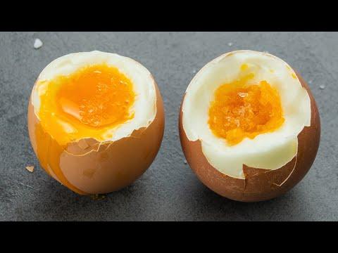 Вопрос: Как определить, что яйцо вкрутую готово?