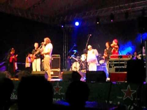 Emir Kusturica & The No Smoking Orchestra - Bubamara (live 22-06-2012)